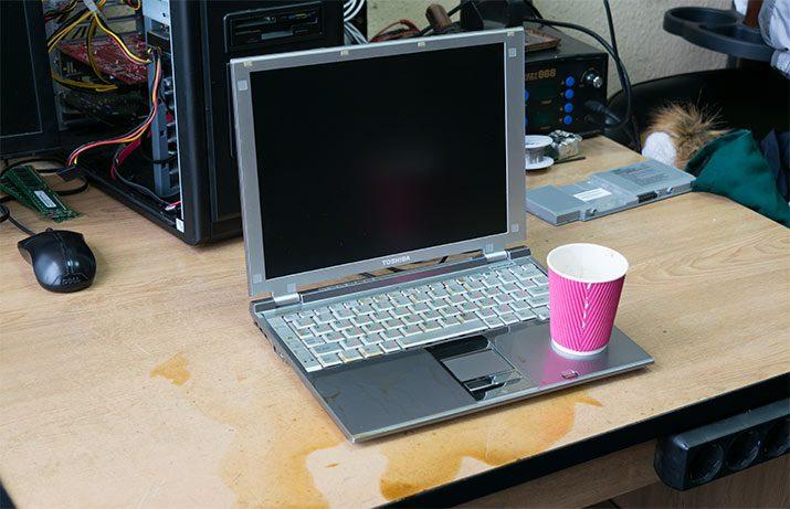 Ноутбук залитый кофе